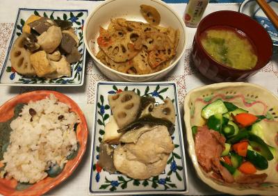 DSC_4714_1118夜-鶏とレンコンの煮物、サラダ、きんぴらレンコン、みそ汁、小豆ご飯_400.jpg