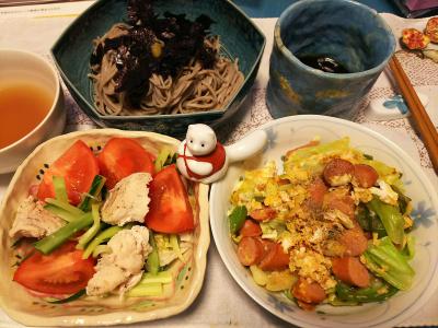 DSC_4953_1130夜-チキンサラダ、ソーセージと野菜卵とじ、蕎麦_400.jpg