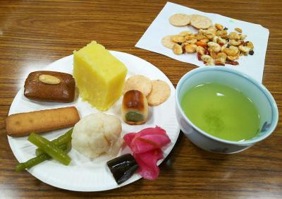 DSC_5132_1209昼-GCお茶会、手作り芋ようかん他、豆菓子の山椒が良い_400.jpg