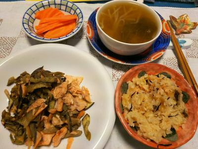 DSC_5141_1210夜-人参ご飯キャラウエイシード、鮭とナスのソテー、スープ、茹で人参_400.jpg