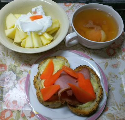 DSC_5159_1211昼-ポークチーズ人参トースト、卵スープ、リンゴヨーグルト_400.jpg