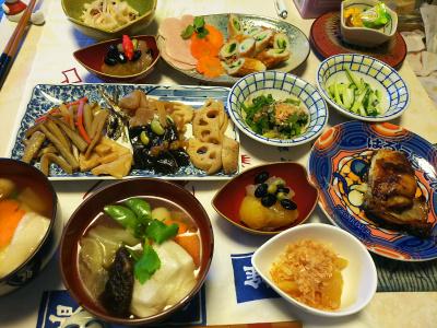 DSC_5405_0103昼-雑煮、おせち、カマ、数の子、ちくわキュウリ、大根サラダ_400.jpg