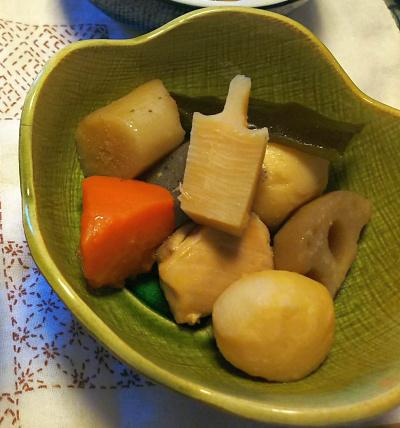 DSC_5434-1_0104昼-雑煮、栗きんとん、筑前煮_400.jpg