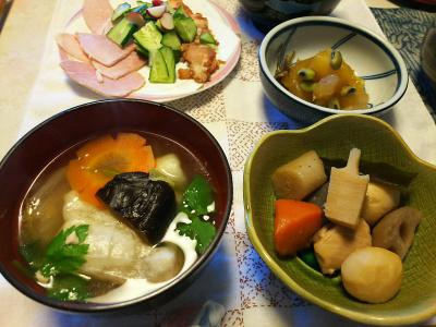 DSC_5434_0104昼-雑煮、栗きんとん、筑前煮、ハムと焼き豚キュウリ_400.jpg