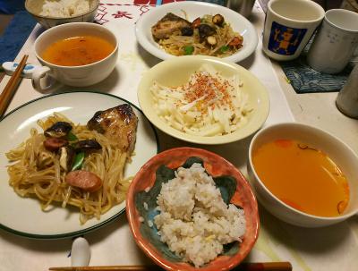 DSC_5542_0112昼-ぶりの照り焼き、モヤシ炒め焼きそば、大根サラダ梅胡麻、スープ、雑穀ご飯_400.jpg