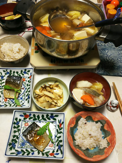 DSC_5562_0113夜-鱈鍋、サバ文化干し、雑穀ごはん、大根皮のこぶ漬け_400.jpg