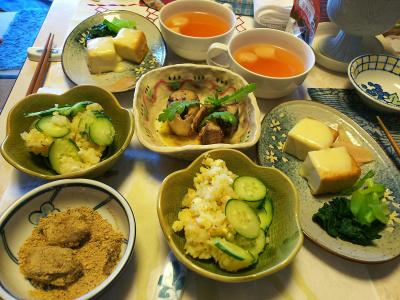 DSC_5595_0118昼-サバ缶サラダ春菊添え、厚揚げチーズ焼き小松菜おひたし、ポテトサラダ、きなこもち、スープ_400.jpg