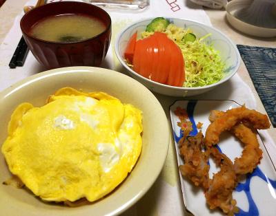 DSC_5605_0118夜-オム焼きそば、イカ唐揚げ、トマトサラダ、なめこ味噌汁_400.jpg