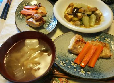 DSC_5613_0120昼-チキンソテー人参添え、煮物、お雑煮_400.jpg