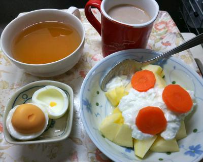 DSC_5649_0124昼-リンゴヨーグルト、ゆで卵、スープ、カフェオレ_400.jpg