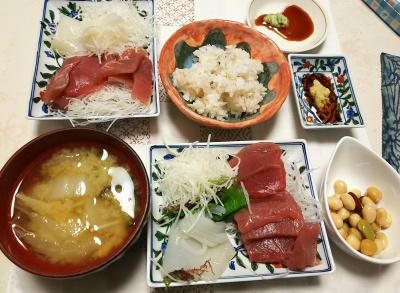 DSC_5652_0124夜-カツオとイカの刺身、お豆さん、味噌汁、雑穀ごはん_400.jpg