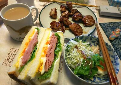DSC_5655_0125昼-ミックスサンド、サラダ、焼き鶏_400.jpg