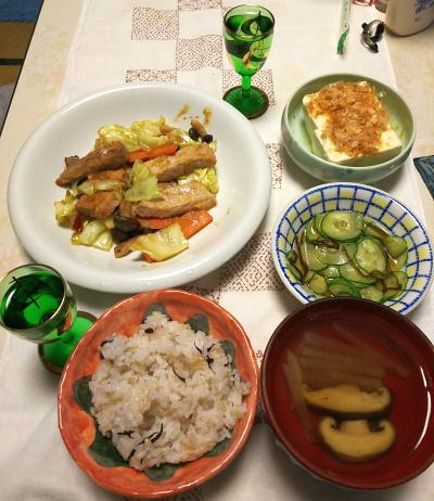 DSC_5659_0125夜-ポークと野菜ソテー、温奴、キュウリの酢の物、しいたけのお吸い物、雑穀ごはん、日本酒菊姫_400.jpg