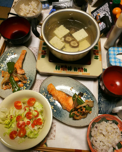 DSC_5668_0126夜-ドワーフトマトサラダ、湯豆腐、鮭焼き、雑穀ごはん_400.jpg