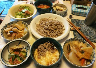 DSC_5694_0130昼-とろろそば、筑前煮、キュウリ胡麻サラダ、大根のコブ漬け_400.jpg