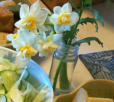 DSC_5706_0201昼-食卓の水仙の花_400.jpg
