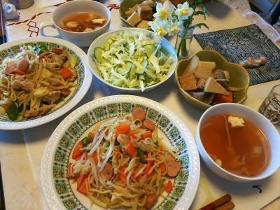 DSC_5706_0201昼-焼きそば、筑前煮、サラダ、スープ、水仙の花_400.jpg
