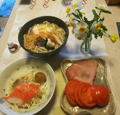 DSC_5746_0205昼-カニカマ梅甘煮サラダ、トマトと焼豚、卵うどん_400.jpg