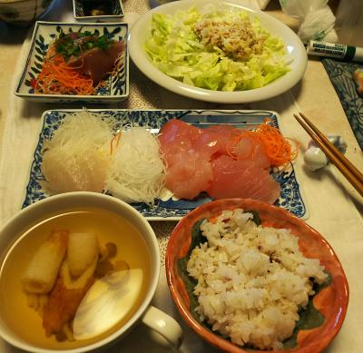 DSC_5779_0209夜-マグロ、カツオ刺し身、ツナポテトレタスサラダ、ちくわスープ、雑穀ごはん_400.jpg