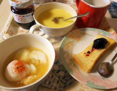 DSC_5819_0215朝-温泉卵スープ、ブルーベリージャム、トースト、コーンポタージュ、風邪の処方薬_400.jpg