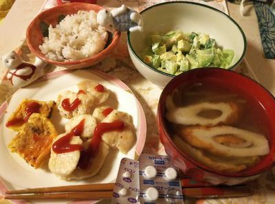 DSC_5826_0215夜-ささみソテー、ミニオムレツ、アボカドサラダ、ちくわスープ、雑穀ごはん、風邪の処方薬_400.jpg