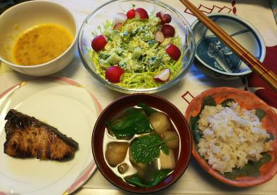 DSC_5836_0217昼-採れたてラディッシュサラダ、ラディッシュの葉のお吸い物、ブリの照り焼き、納豆、雑穀ごはん_400.jpg