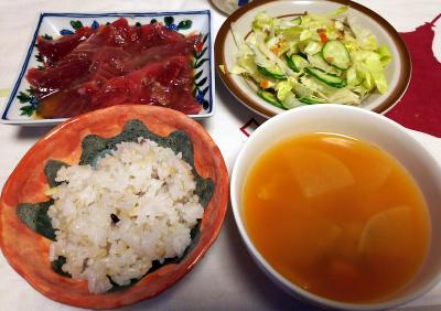 DSC_5893_0222夜-カツオ漬け、サラダ、雑穀ごはん、スープ_400.jpg