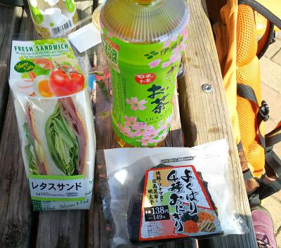 DSC_5912_0223昼・小松川千本桜-よくばり4種おにぎり、レタスサンド_400.jpg