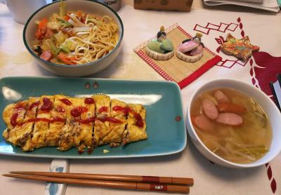 DSC_5922_0224朝-ミートオムレツ、ソーセージのスープ/焼きそば、お雛様_400.jpg