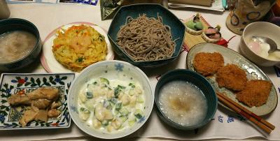 DSC_5920_0223夜-おろしそば、ヒレカツ、温泉卵キュウリとバナナのサラダ/鶏もも煮込み、かき揚げ天ぷら_400.jpg