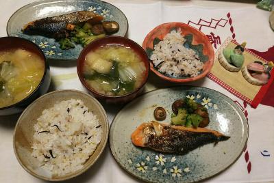 DSC_5974_0228昼-鮭しいたけブロッコリー焼き、白菜味噌汁、雑穀ごはん_400.jpg