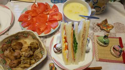 DSC_6005_0303昼-ミックスサンド、焼き鳥、トマト、コーンポタージュ_400.jpg