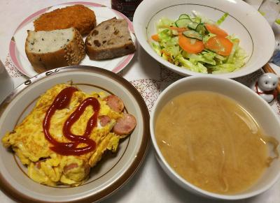 DSC_6028_0306夜-ソーセージオムレツ、サラダ、味噌汁、コロッケ、パン_400.jpg