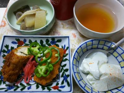 DSC_6071_0312夜-チーズささみカツ、アジフライ、大根とこんにゃく煮、ヨーグルト、お吸い物_400.jpg