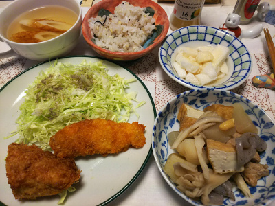DSC_6089_0313夜-ささみフライ、アジフライ、キャベツ添、煮物、山芋、ちくわスープ、雑穀ごはん_400.jpg