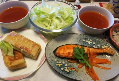 DSC_6128_0319昼-チーズハサミあげ焼き、鮭焼き、サラダ春菊添え、レタスサラダ、トマトスープ、雑穀ごはん_400.jpg
