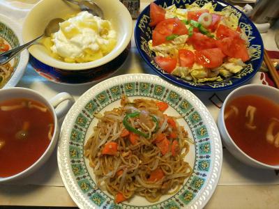 DSC_6247_0325昼-焼きそば、トマト白菜サラダ、スープ、温りんごヨーグルト_400.jpg