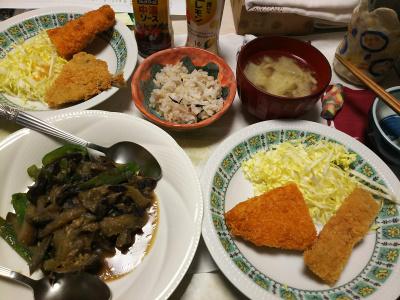 DSC_6263_0326夜-ナスとピーマンの味噌炒め、アジフライと白身魚フライ、キャベツ、味噌汁、雑穀ごはん_400.jpg