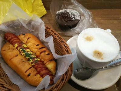 DSC_6307_0330昼・外食-ホットドッグ、カフェラテ・チョコレートパン_400.jpg