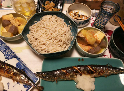 DSC_6363_0401夜-サンマ焼きに大根おろし、蕎麦、鶏の煮物、ザーサイ、大根昆布和え、かりん酒_400.jpg