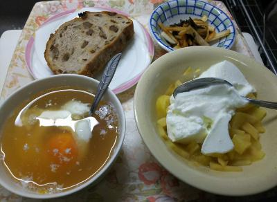 DSC_6386_0404昼-温泉卵スープ、温りんごヨーグルト、大根昆布和え、クルミレーズンパン_400.jpg