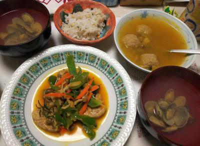 DSC_6398_0405夜-ポークフィレと野菜ソテー、ミートボール入スープ、潮汁(アサリ)、雑穀ごはん_400.jpg