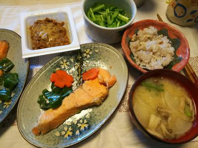 DSC_6399_0406昼-鮭ローズマリー焼き、味噌汁、納豆、雑穀ごはん、大根葉即席漬け_400.jpg