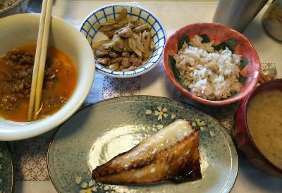 DSC_6421_0408昼-鯖一夜干し、ゴボウと豚肉甘辛煮、卵納豆_400.jpg