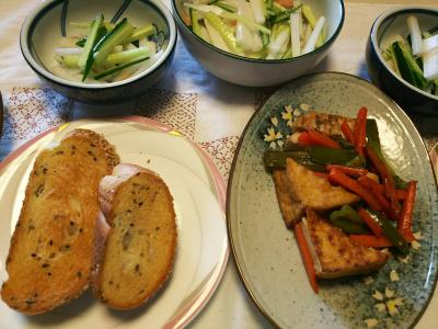 DSC_6463_0414昼-厚揚げとポークと野菜ソテー、大根サラダ、胡麻パン_400.jpg