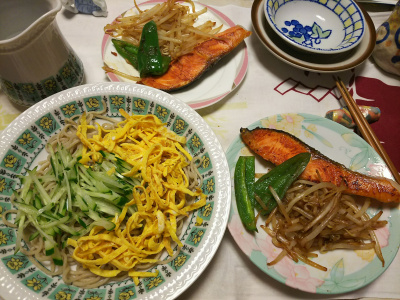 DSC_6599_0425夜-鮭焼きもやしピーマン添え、錦糸卵とキュウリのっけ流水麺そば_400.jpg
