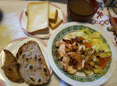 DSC_6602_0426昼-吟醸漬けかしわと野菜蒸し焼き、パン2種、スープ_400.jpg