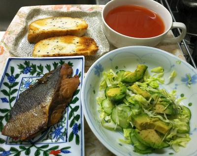 DSC_6693_0429昼・キッチン-ブリの照り焼き、アボカドサラダ、トマトスープ、胡麻パントースト_400.jpg