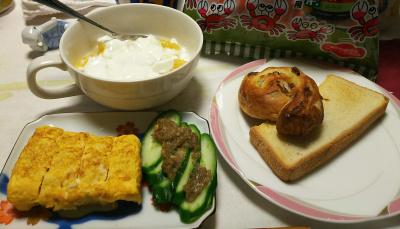DSC_6736_0502夜-卵焼き、ゴボウ味噌キュウリ、夏みかんヨーグルト、パン_400.jpg
