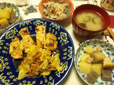 DSC_6743_0503夜-吟醸漬けかしわホイル焼き、キャベツ添え、煮物、ナス味噌汁、小豆ご飯_400.jpg